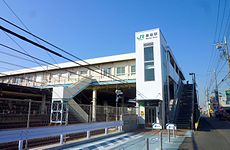 JR_Makuhari_Station_north_exit_-_Dec_29_2011